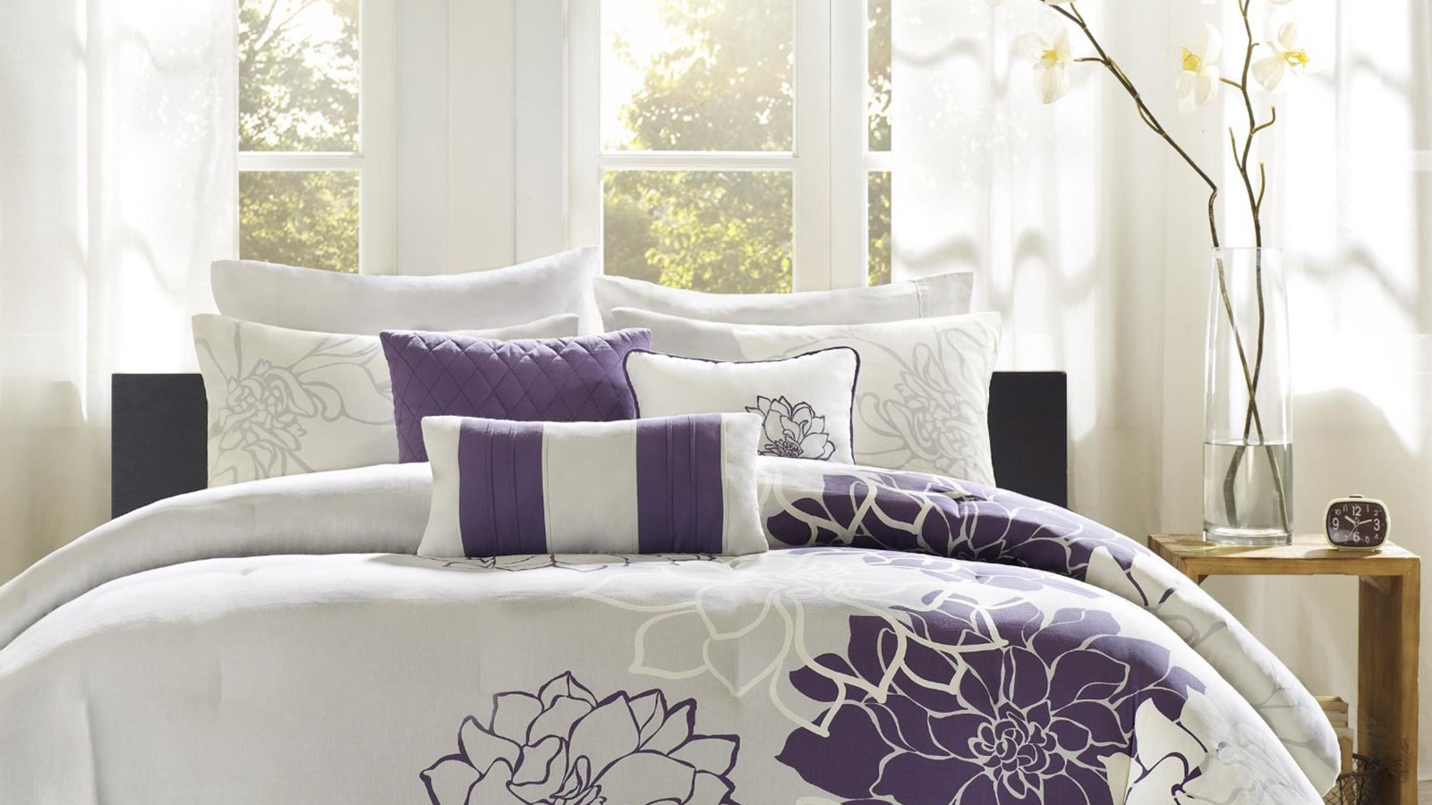 15 modern comforter sets to give your bedroom a fresh new for Home designs comforter