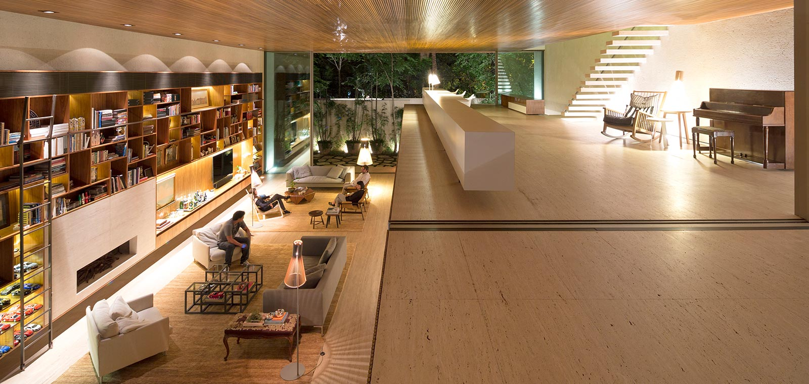 A modern Brazilian home organized just like the classic arcade game