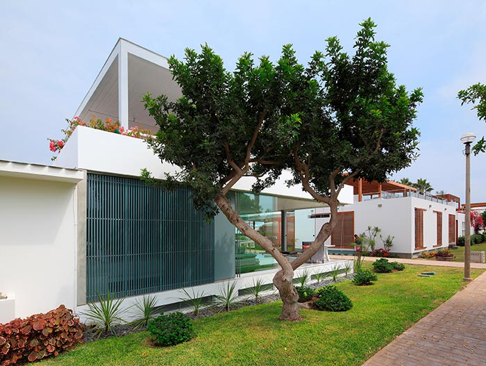 Casa Blanca Modern House Exterior In Asia District Peru