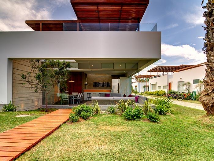 Casa Seta by Martin Dulanto Spectacular Exterior