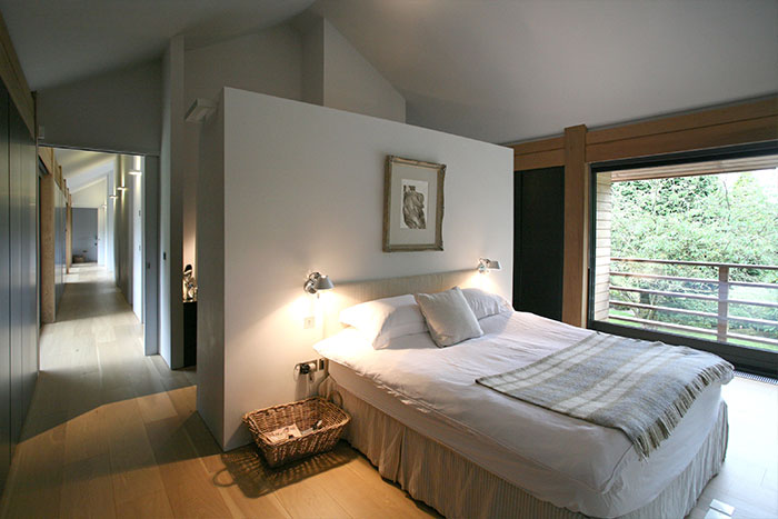 Cedarwood by Nicolas Tye Architects Bedroom