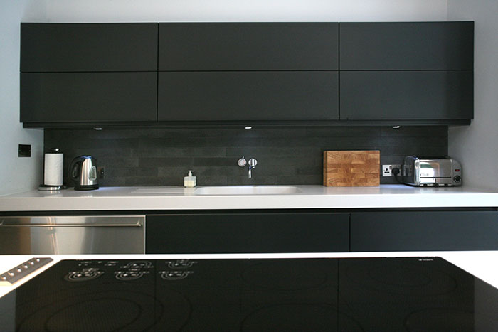 Cedarwood by Nicolas Tye Architects Black Kitchen