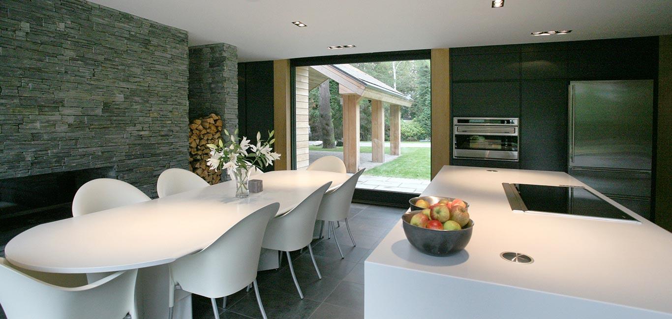 Cedarwood by Nicolas Tye Architects Dining Room
