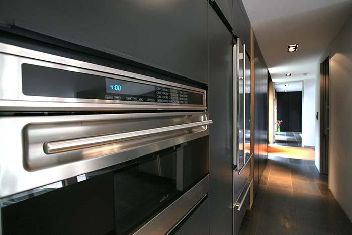 Cedarwood by Nicolas Tye Architects Kitchen