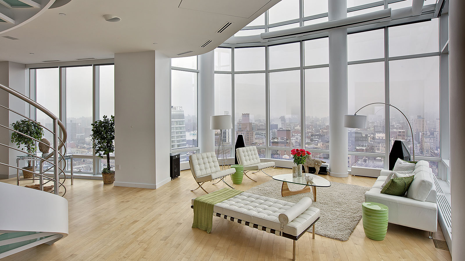 Modern manhattan duplex penthouse with stunning views and for Modern feng shui