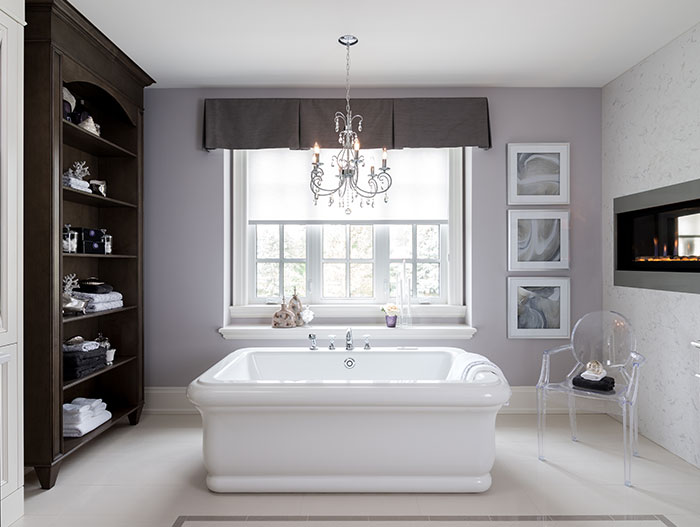 Elegant Bathroom Design With Large White Bathtub