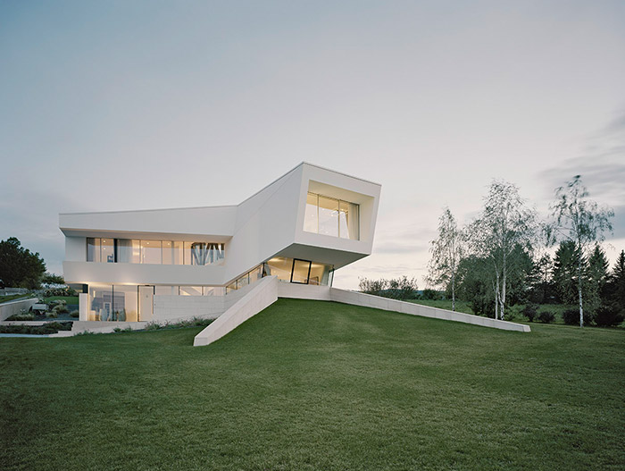 Freundorf Residence - Futuristic All-White House By Project A01 Architects