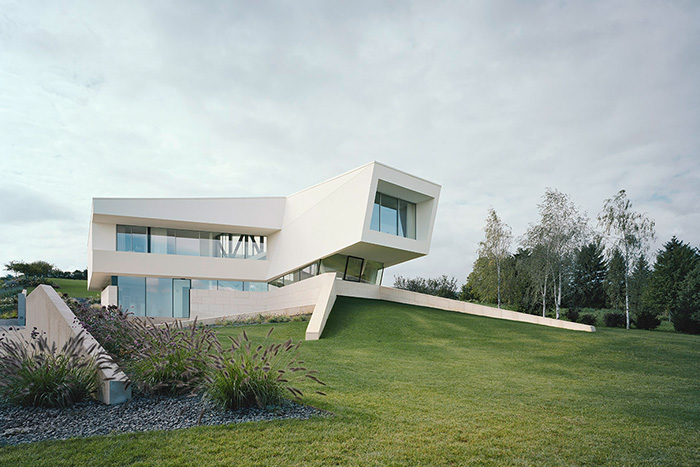 All White Houses Freundorf Residence - Futuristic All-White House Near Vienna Surrounded By  A Large Garden