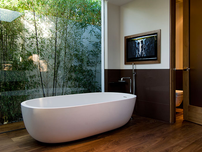 Hopen Place - Contemporary bathroom design in Californian home by Whipple Russell Architects