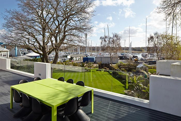 House In Hamble With Terrace Next To The Marina