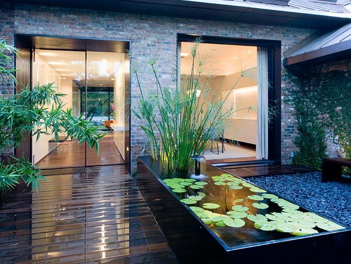 Modern Lake House In Texas