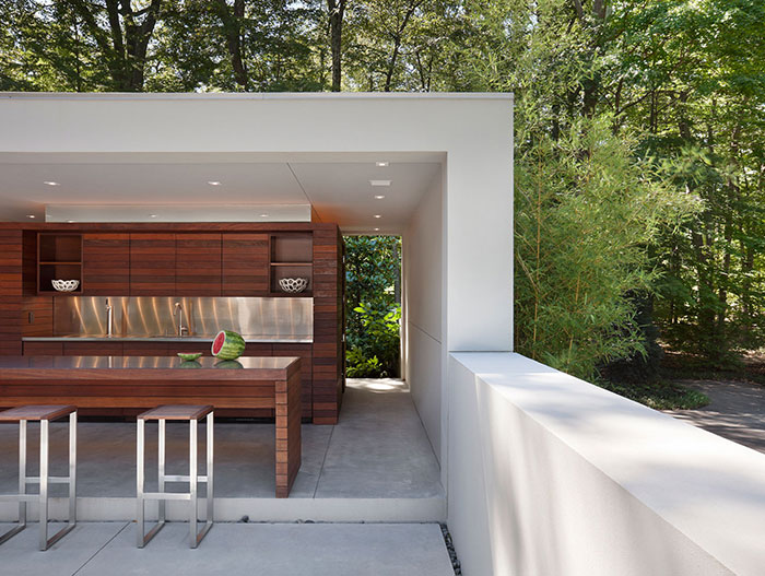 New Canaan Residence by Specht Harpman: Outdoor Relaxing Area