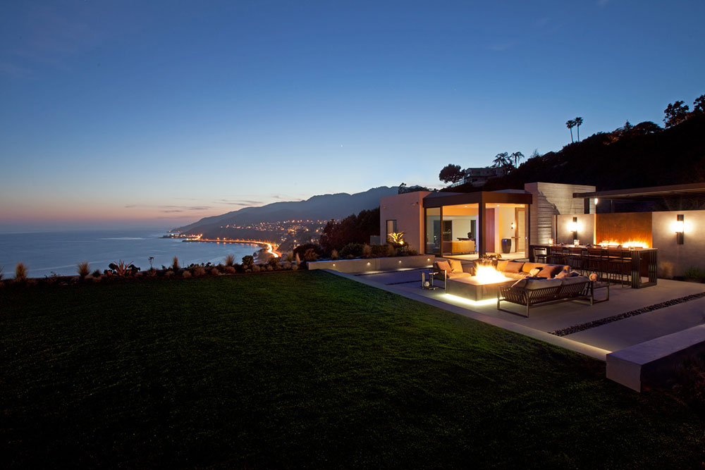 Revello Residence Outdoor View Night