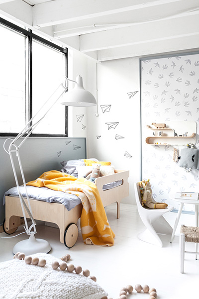 Toddler room versatile shelf