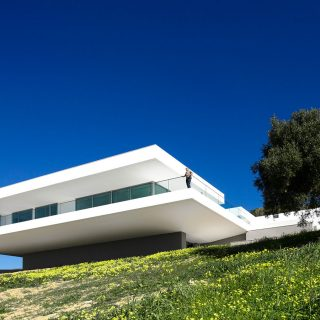 Villa Escarpa by Mario Martins Atelier