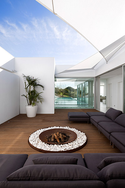 Villa Escarpa stunning contemporary house by Mario Martins Atelier
