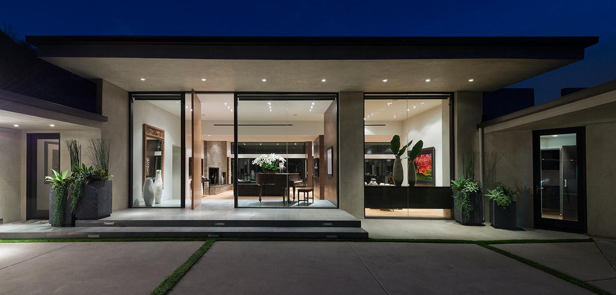 Wallace Ridge - A stylish modern home in Beverly Hills California