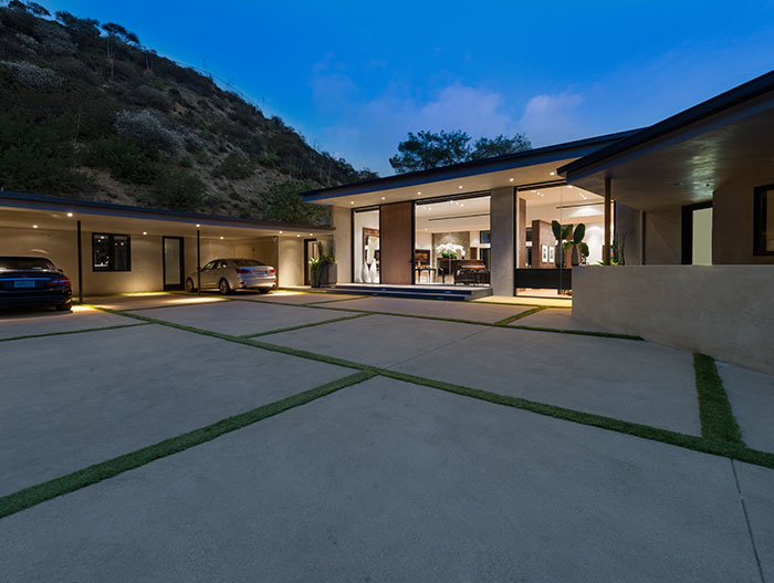 Wallace Ridge - Stylish modern home that suits the Beverly Hills lifestyle