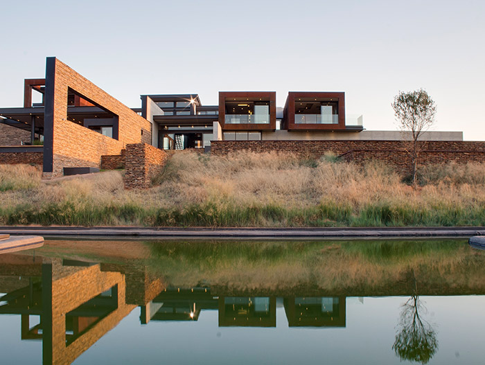 Amazing contemporary mansion perfect for a lavish lifestyle - House Boz in South Africa