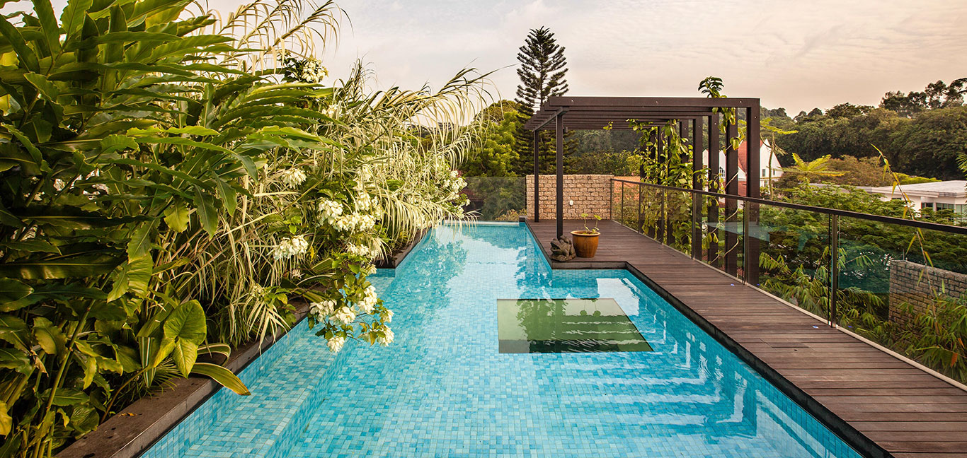 Amazing garden villa in Singapore with spectacular rooftop pool by Aamer Architects