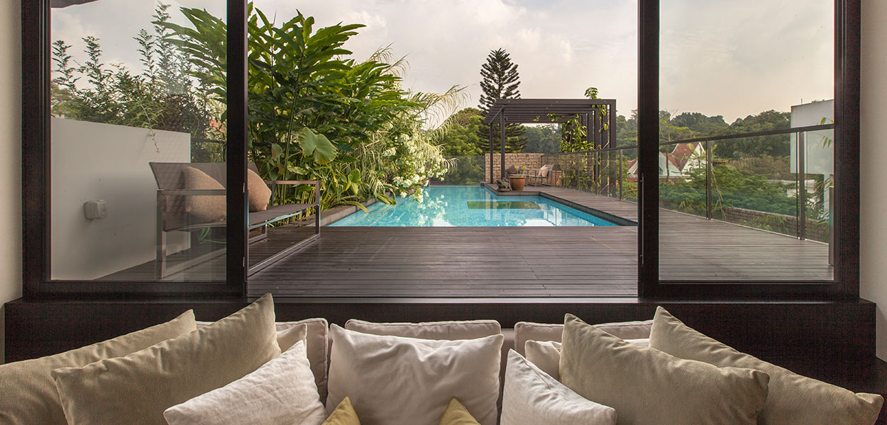 Amazing garden villa in singapore by aamer architects 10 for Koi pool villa
