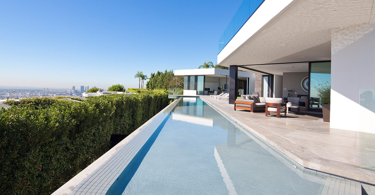 Amazing Los Angeles California mansion with gorgeous infinity pool
