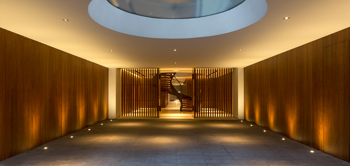 Secret Garden House: Amazing staircase in a luxurious, contemporary home in Singapore by Wallflower Architecture + Design