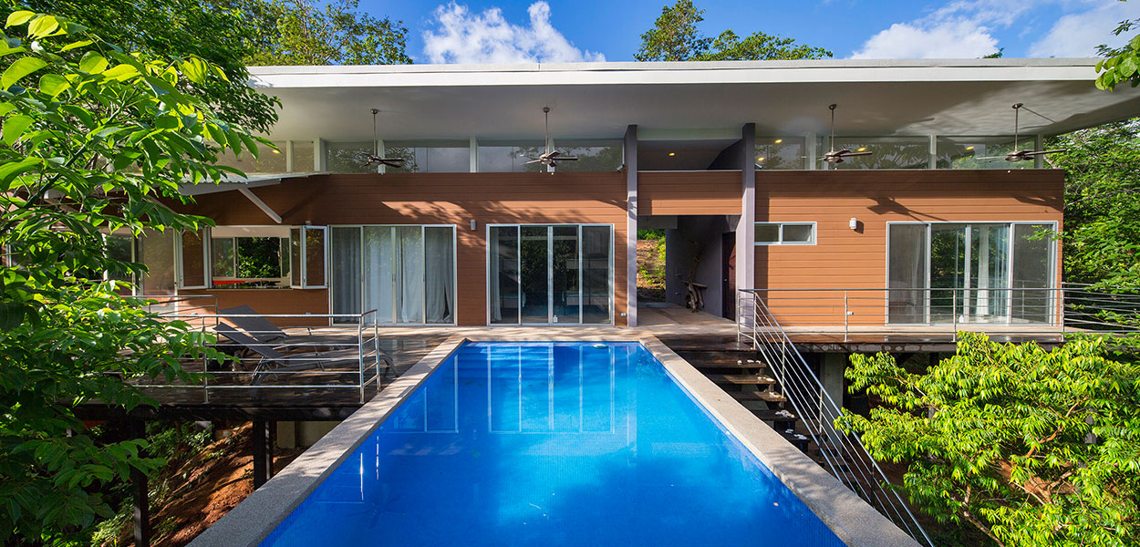 Seagull House by Indigo Arquitectura: Amazing suspended house in Costa Rica blends with the dense forest
