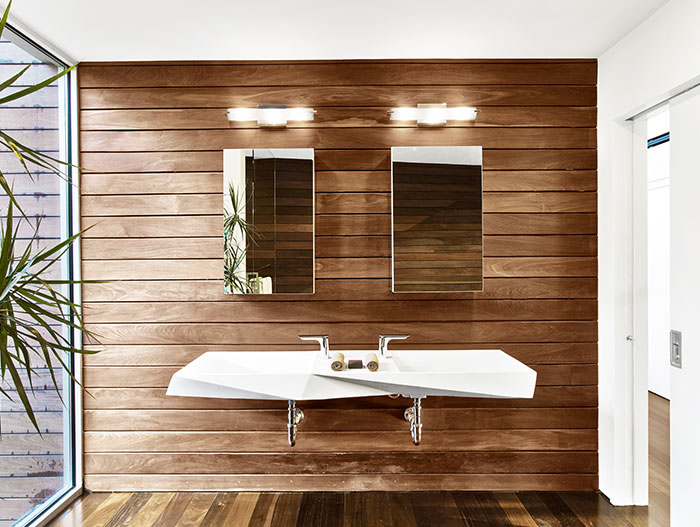 Unique bathroom design idea  in a contemporary beach house located in Provincetown, a few steps away from a masterwork of 20th century architecture
