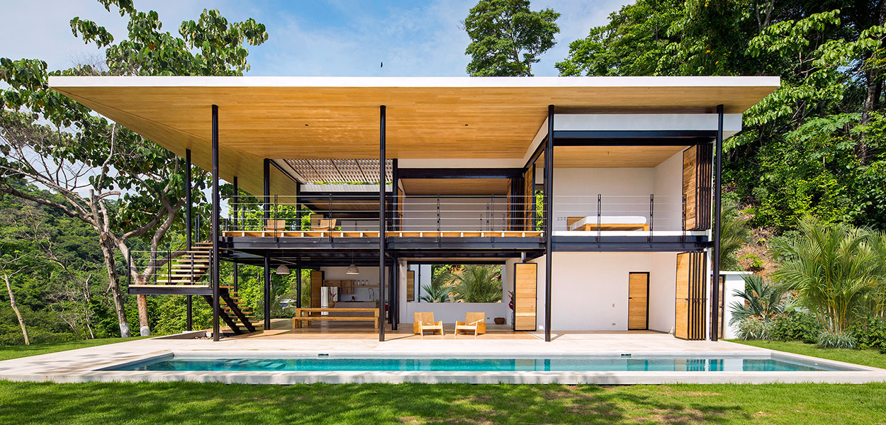 Beautiful, eco-friendly house in Costa Rica by Benjamin Garcia Saxe boasts breathtaking views of the ocean and jungle