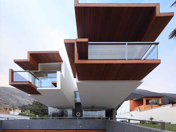 House Forever by Longhi Architects: Breathtaking house with stunning views in Peru