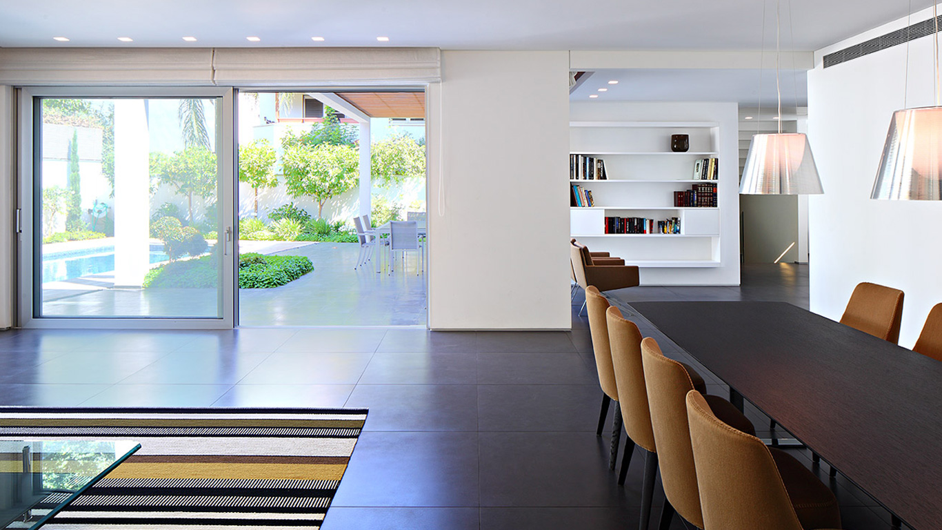 Bright and cozy family home in Israel by Blumenfeld \u0026 Moore ...