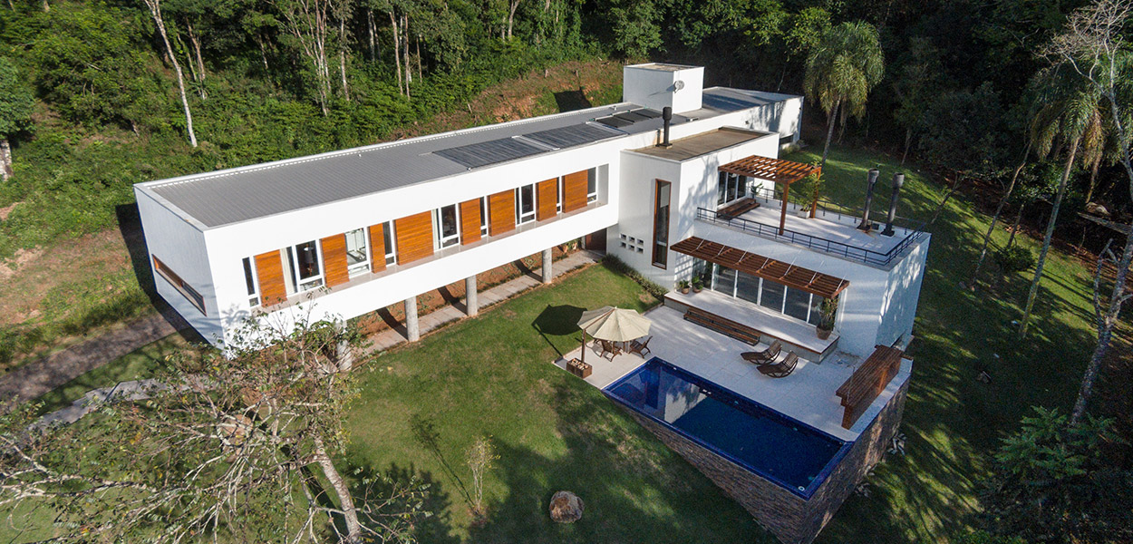 T-shaped Cantilevered house in Erechim, Brazil by Basso Engenharia