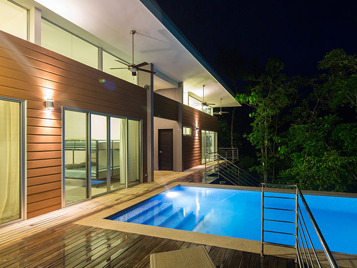 Casa Gaviota : Amazing suspended house with spectacular pool in Costa Rica offers privacy to the owners and blends with the dense forest