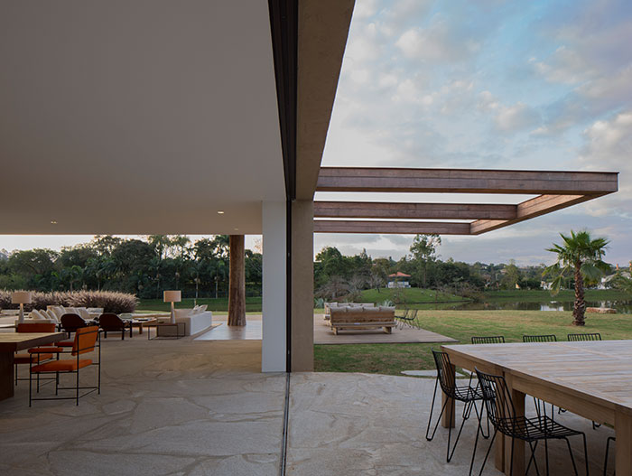 Sustainable house near Sao Paulo, Brazil makes for perfect weekend retreat for young family