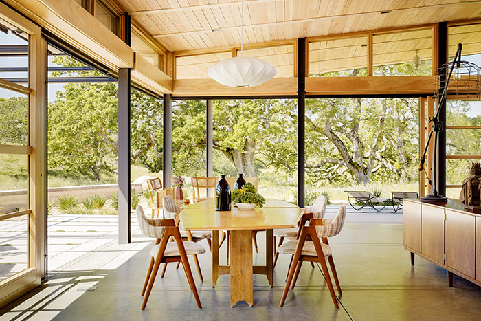 Caterpillar House - Sustainable contemporary ranch house with wooden interior perfect for an indoor-outdoor lifestyle