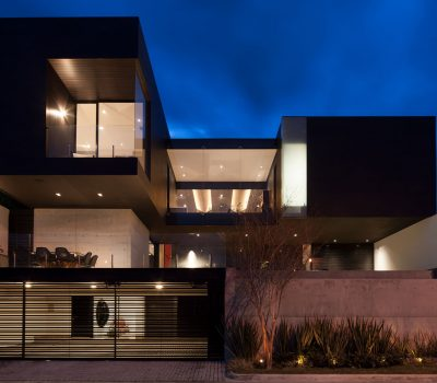 CH House : Striking contemporary Monterrey home with gorgeous double height living room