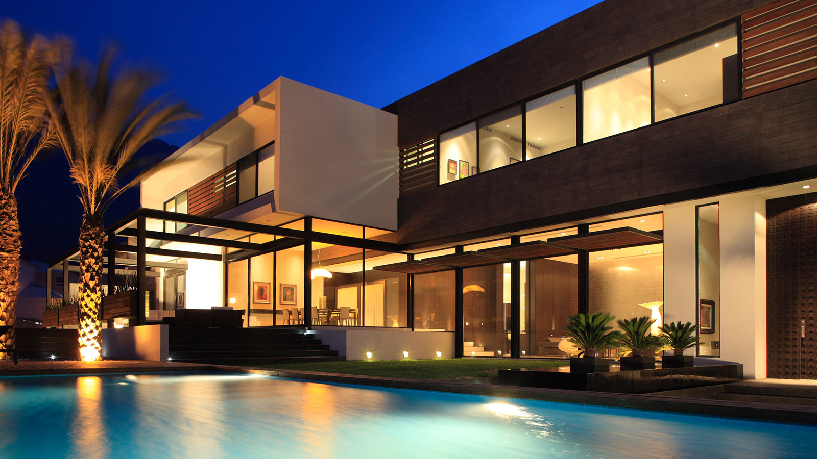 Contemporary house in monterrey mexico for a luxurious for Contemporary home builders