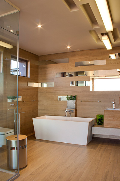 Luxurious bathroom design idea in a contemporary mansion with magnificent city views - House Boz by Nico van der Meulen Architects
