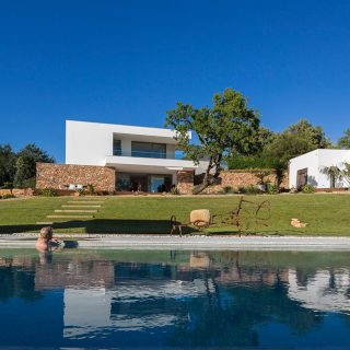 A gorgeous contemporary villa in Algarve, Portugal by Mario Martins Atelier
