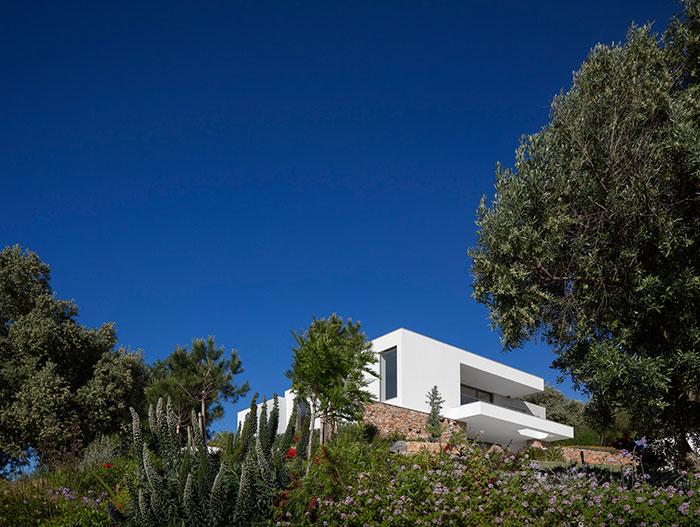 Gorgeous contemporary villa in Algavre Portugal that blends local architecture with international trends
