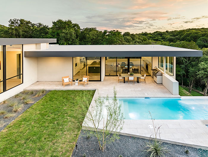 Dazzling house embraces the surrounding landscape - located in Austin, Texas and designed by Matt Fajkus Architecture