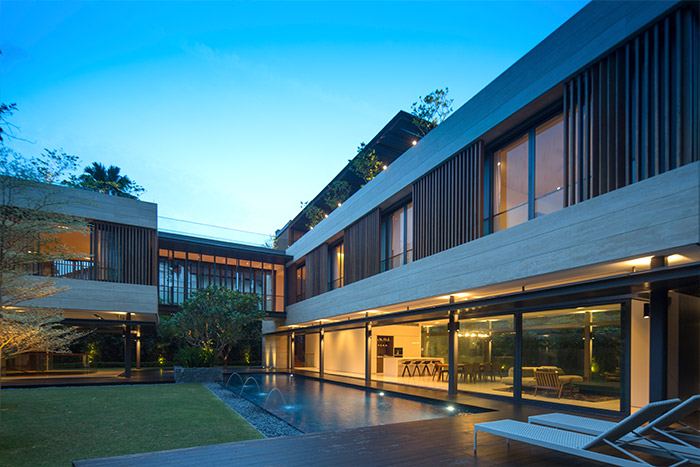 Luxurious contemporary home with amazing pool in Singapore