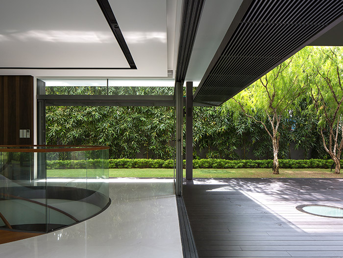 Luxurious contemporary home designed for indoor-outdoor living in Singapore