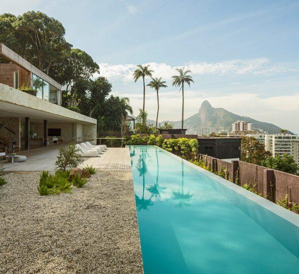 A luxurious modern house in Rio de Janeiro, Brazil that praises the landscape