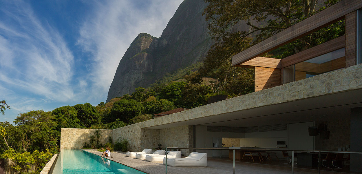 Luxurious modern house in Rio de Janeiro with spectacular views of the Gavea Rock