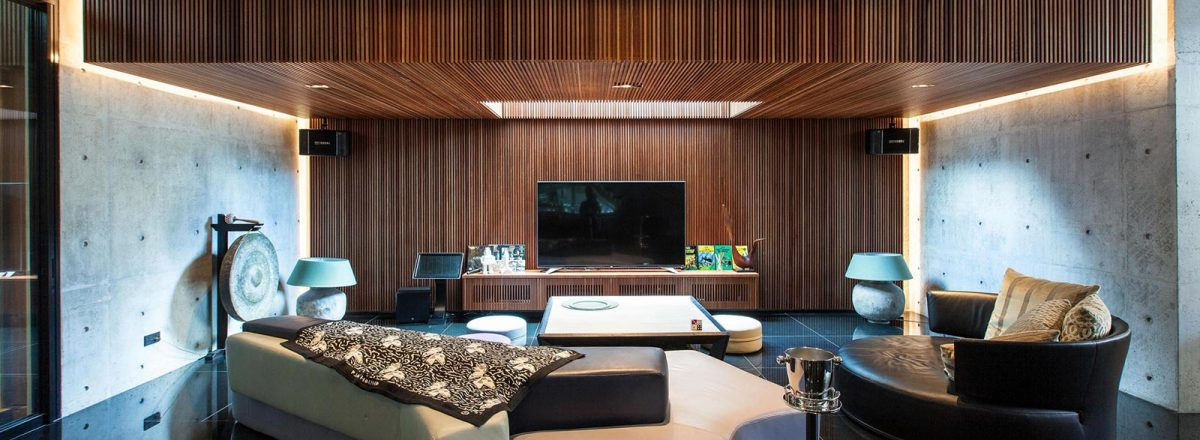 Luxury house in East Singapore impresses through its seductive simplicity