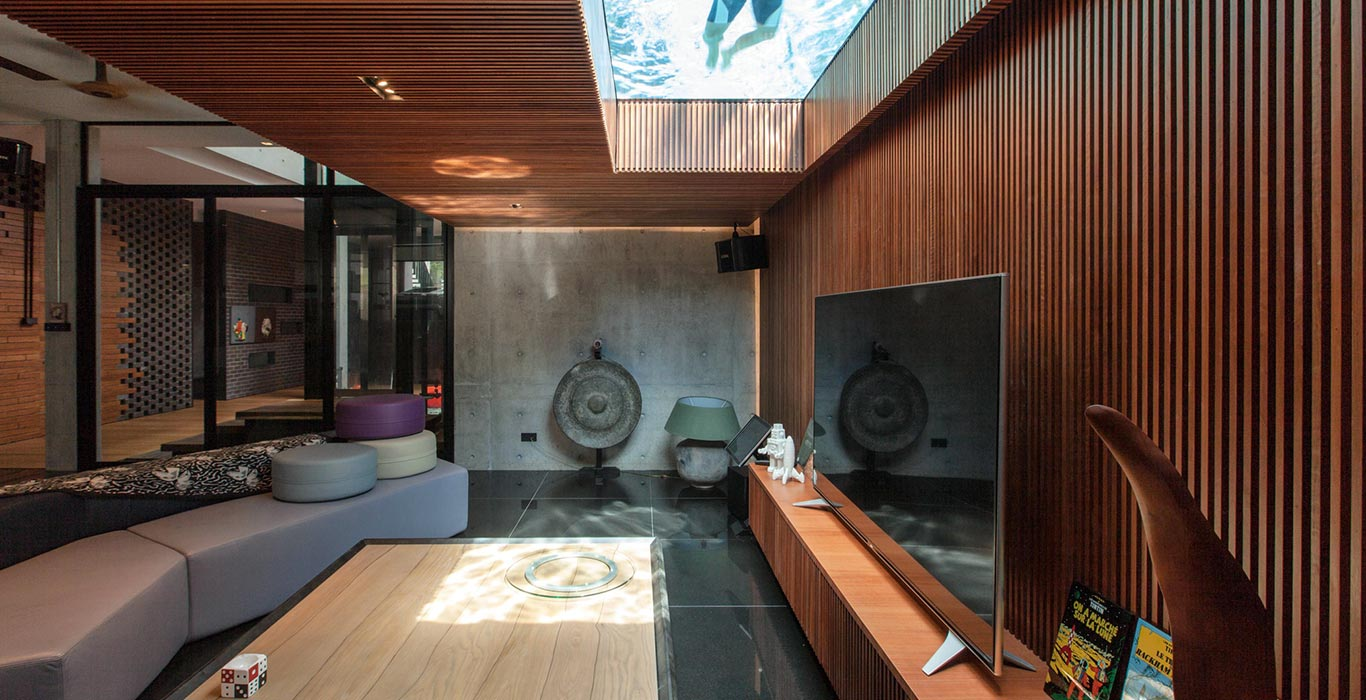 Luxury living room overlooks swimming pool of East Singapore house by Aamer Architects