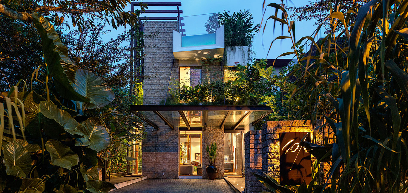 Merryn Road 40 in Singapore by Aamer architects - amazing garden villa
