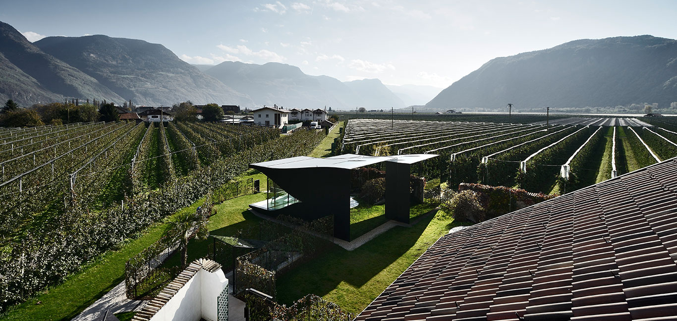 Contemporary architecture at its best : Mirror Houses near Bolzano, Italy